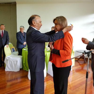 mposición Medalla al Mérito CategoríaGran Cruz a la Senadora Thania Vega de Plazas.