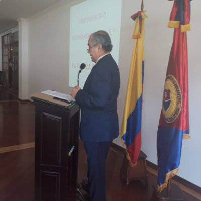 """Conferencia """"Conveniencia o inconveniencia de la JEP para las FF.MM""""  a cargo del señor BG IM Rodrigo Quiñones Cárdenas."""