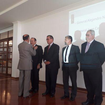 Imposición Escudo Socio al señor General Alejandro Navas Ramos