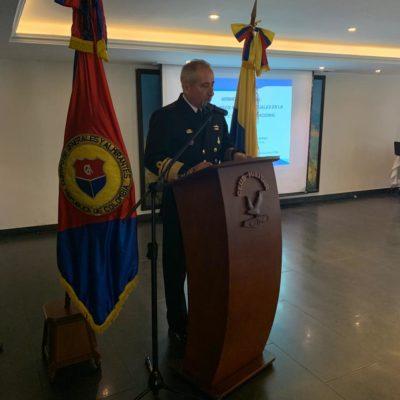 Orador invitado señor Almirante Evelio Enrique Ramírez Gáfaro, Comandante de la Armada Nacional, quien habló sobre la situación actual del país y el alistamiento de la Armada Nacional para el cumplimiento de la misión.